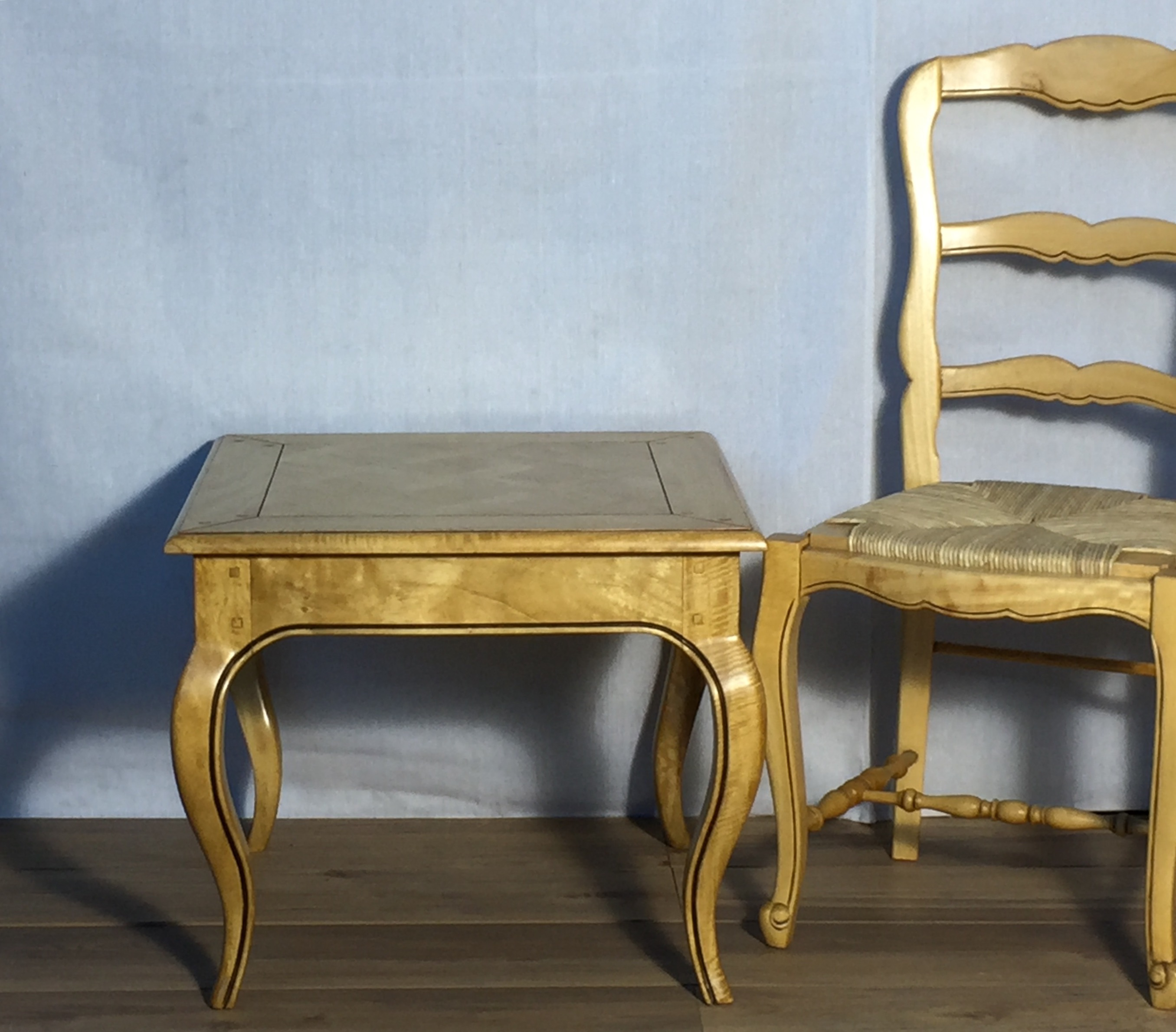 Well known French provincial style blonde wood side table (LB11) – French  WD47