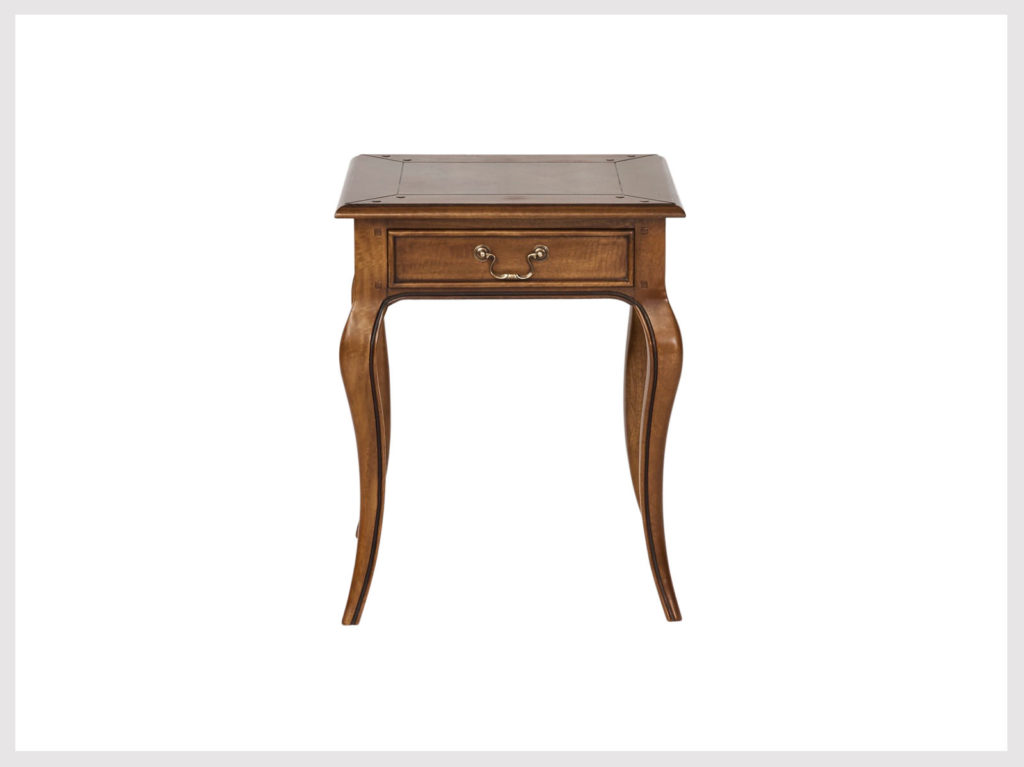 Classic fruitwood provincial style side/bedside table (L12)